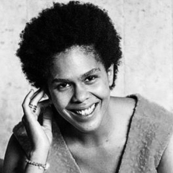 Fotografía de la escritora angolesa Foto de la escritora angoleña Djaimilia Pereira de Almeida