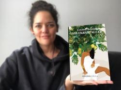 foto Cristina Bendek con su linbro_Saltkrystaller. Saltkrystaller: en smuk og voldsom historie